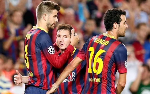 Pique e messi Barcelona (Foto: Agência Reuters)