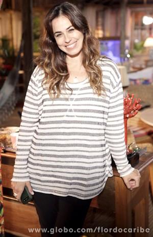 Segundo a atriz, por mais que esteja em forma, ela não se permite usar shorts em qualquer lugar (Foto: Flor do Caribe / TV Globo)