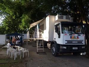 Caminhão do Peixe em Guarujá oferece bons preços para a população (Foto: Solange Freitas/G1)