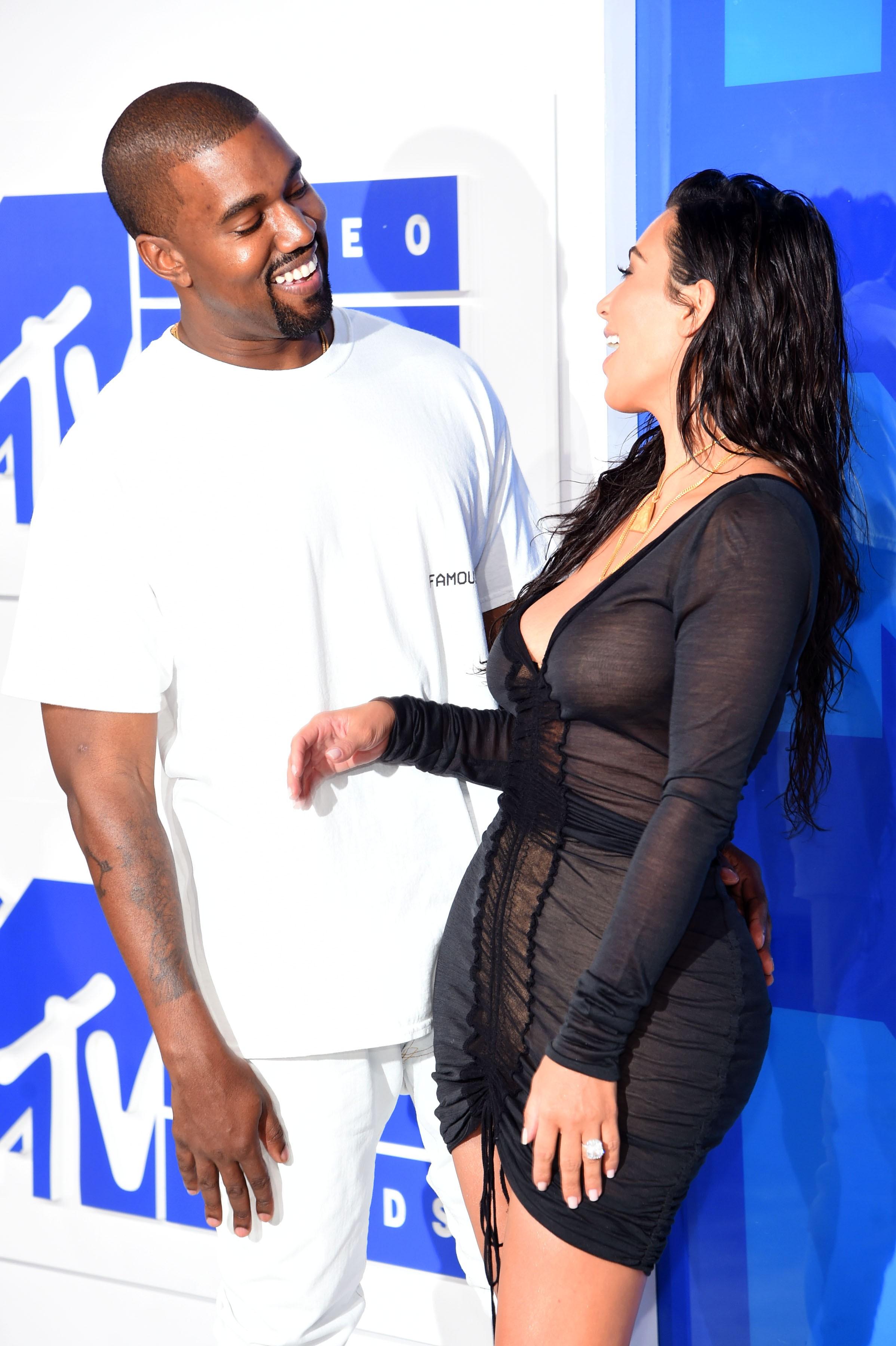 No VMA, Kim já usava o anel (Foto: Getty Images)
