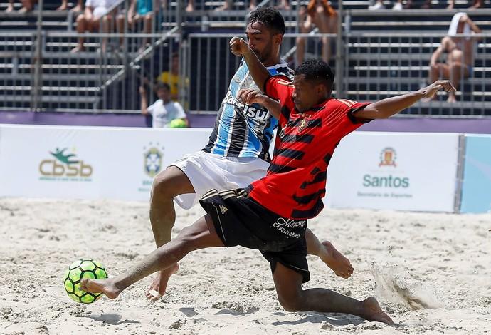Grêmio e Sport-Recife no Campeonato Brasileiro de Clubes de futebol de areia na praia do Gonzaga, em Santos (Foto: Marcello Zambrana / DGW)