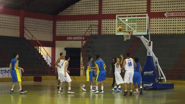 Lance do jogo entre Amapá e Goiás pelo Brasileiro Sub-15 de basquete, segunda divisão (Foto: Wellington Costa/GE-AP)
