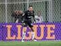 Victor, do Atlético-MG, vence enquete da defesa mais bonita da 5ª rodada