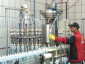Fábrica de produção de álcool em gel aumentou a venda em mais de 100% (Foto: Reprodução/TV Integração)