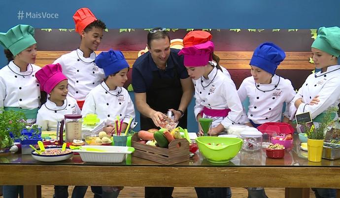 As crianças do 'Super Chefinhos' curtem o primeiro workshop (Foto:  TV Globo)