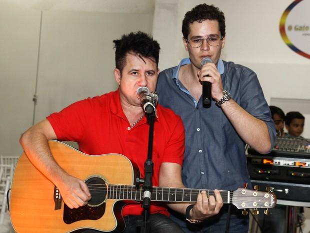 Pedro Leonardo canta com Marrone em festa em Goiânia (Foto: Manuela Scarpa/ Foto Rio News)
