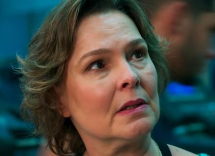 Irene percebe clima e pergunta para Gabriel sobre Joana