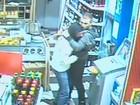 Ladrão 'chorão' se lamenta no ombro de vítima após assalto frustrado