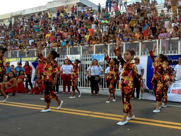 Escolas do município se apresentaram durante desfile de 13 de setembro, no Sambódromo de Macapá (Foto: Aline Paiva/G1)