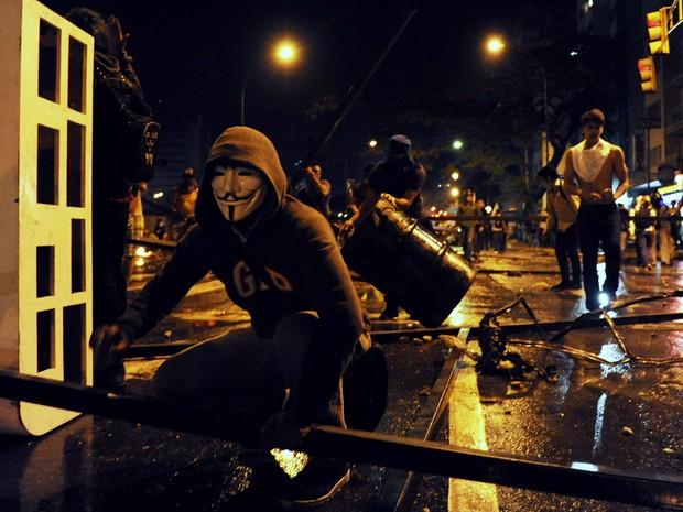 Manifestantes protestam na Venezuela nesta terça-feira (19). (Foto: Leo Ramirez/AFP)