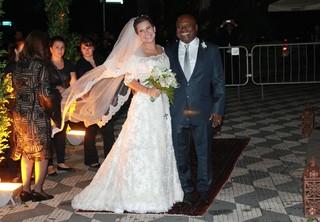 Fernanda Souza com o sogro  (Foto: Iwi Onodera / Ego)
