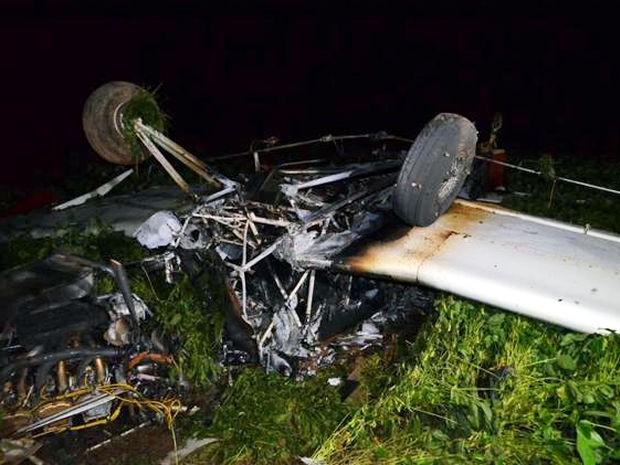 Avião ficou destruído após incêndio (Foto: MT Notícias)