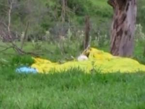 Paraquedas não funcionou (Foto: Reprodução / TV TEM)