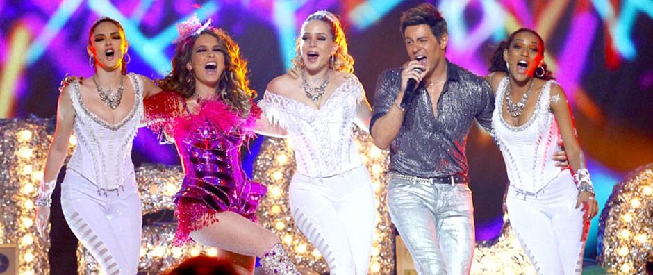 Empreguetes, Chayene e Fabian cantam juntos na final (Cheias de Charme / TV Globo)