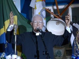 Ator se caracterizou como padre Donizetti (Foto: Wilson Aiello/EPTV)