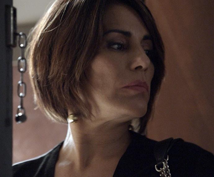 Beatriz vai embora sem deixar rastros (Foto: TV Globo)