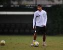 Yuri treina como titular e deve formar dupla com David Braz contra o Fla