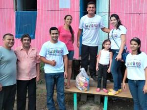 Voluntários se unem pelo Whatsapp para ajudar famílias carentes (Foto: Reprodução Facebook)