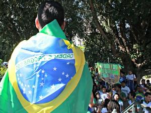 Manifestantes antes do começo da manifestação no centro de Manaus (Foto: Adneison Severiano/G1 AM)