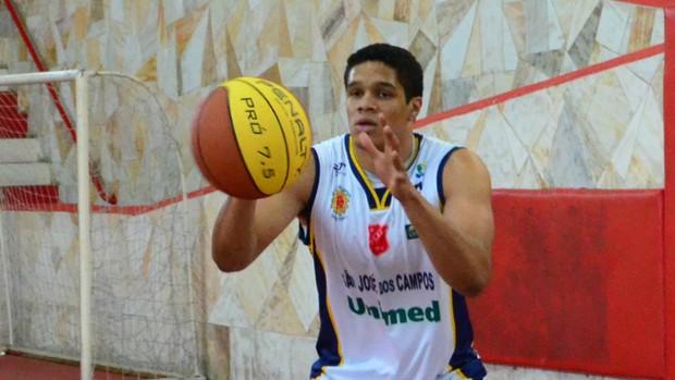 pivô Jerônimo São José Basquete (Foto: Danilo Sardinha/Globoesporte.com)