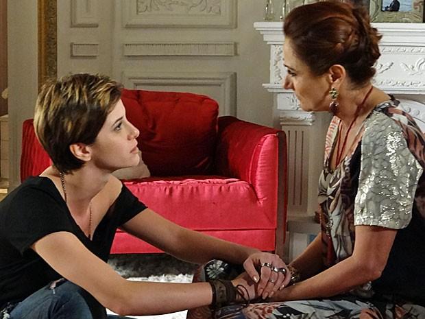 Aisha deixa bem claro a Berna que ela não vai desistir da busca (Foto: Salve Jorge/TV Globo)
