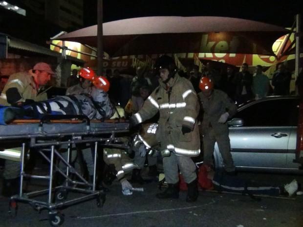 Subtenente da PM é atendido após acidente (Foto: Rádio Teresópolis/Claucio Mizael)