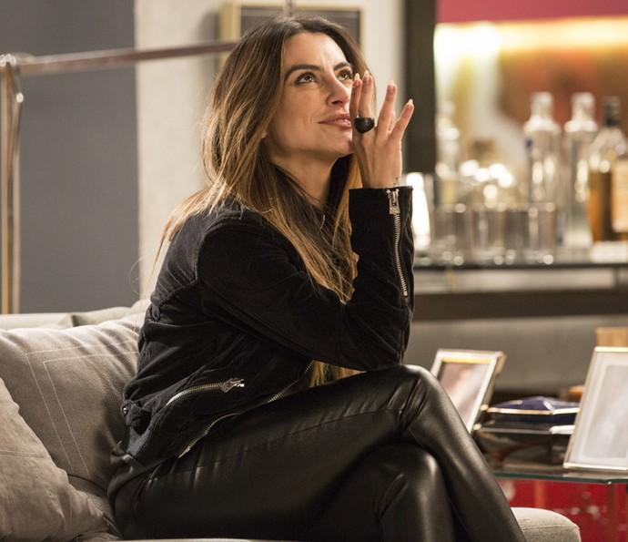 Tamara se diverte ao saber que o publicitário namora sua mãe (Foto: Felipe Monteiro/Gshow)