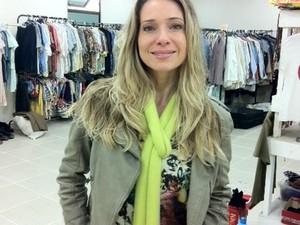 """Latícia Spiller no set do filme """"O casamento de Gorete"""", gravado em Barra do Piraí (Foto: Annamaria Bonanomi/TV Rio Sul)"""