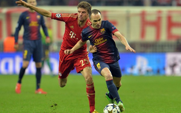 Iniesta e Mueller, Bayern de Munique x Barcelona (Foto: AP)