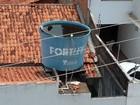 Caixa d'água em creche abandonada vira criadouro de mosquito da dengue