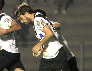 Maxi Rodriguez comemora gol do Vasco contra o Parana (Foto: Marcelo Sadio / Vasco.com.br)