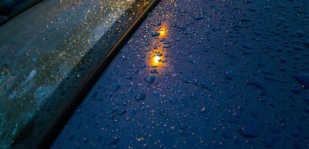 Infiltração de água no carro pode trazer problemas (Foto  Robert  Couse-Baker  73377c029f