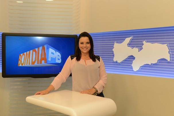 Waléria Assunção apresenta as notícias direto de Campina Grande (Foto: Divulgação)