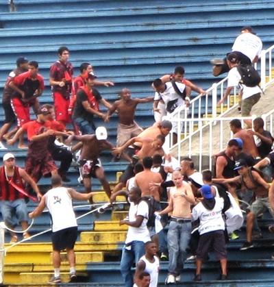 confusão jogo Vasco x Atlético-PR 2013 (Foto: Gustavo Rotstein)