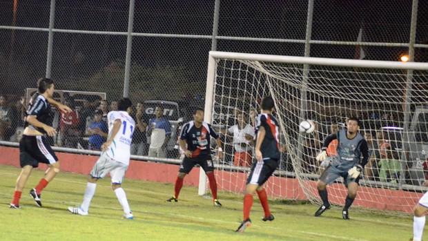 Jogo foi bastante movimentado no Fernando França (Foto: João Áquila/GLOBOESPORTE.COM)