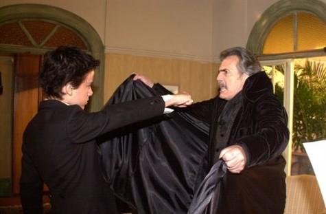 """(Foto: Kayky Brito em """"O beijo do vampiro"""", dividindo a cena com Tarcísio Meira/ Foto: TV Globo)"""