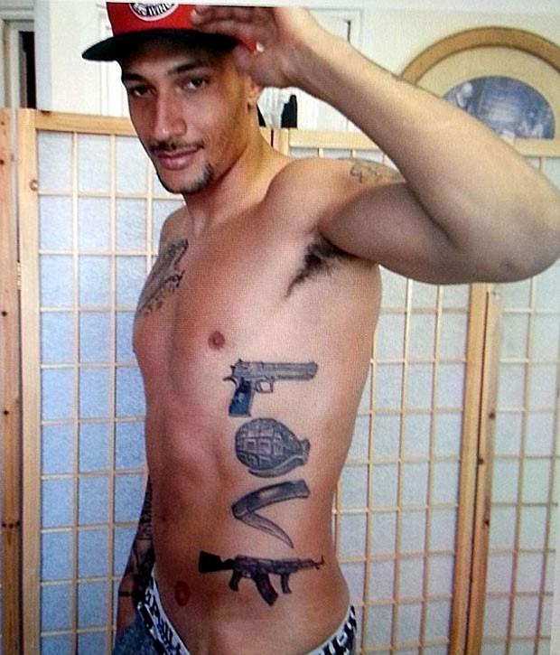 Bothroyd mostra tatuagem polêmica (Foto: Reprodução / Instagram)