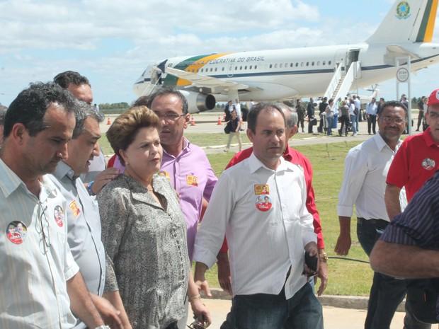 Presidente Dilma Rousseff desembarca no Aeroporto de Petrolina, PE (Foto: Amanda Franco / G1)
