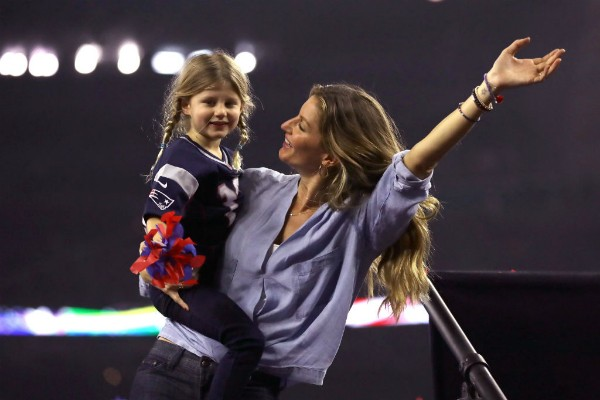 Gisele Bündchen se diverte com a filha Vivian Lake (Foto: Getty Images)