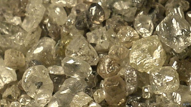 Segundo cientistas, raios poderiam transformar carbono em diamante nesses planetas. (Foto: BBC)