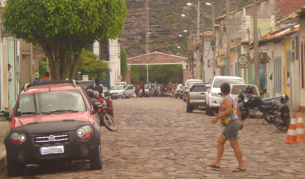 Bandidos fazem reféns em assalto a banco na cidade de Mucugê (Foto: João Oliveira de Freitas/Arquivo Pessoal)