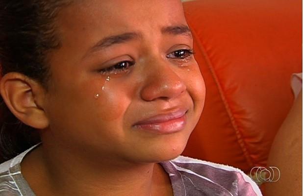 Ana Clara está angustiada com futuro do bebê, em Goiânia, Goiás (Foto: Reprodução/ TV Anhanguera)
