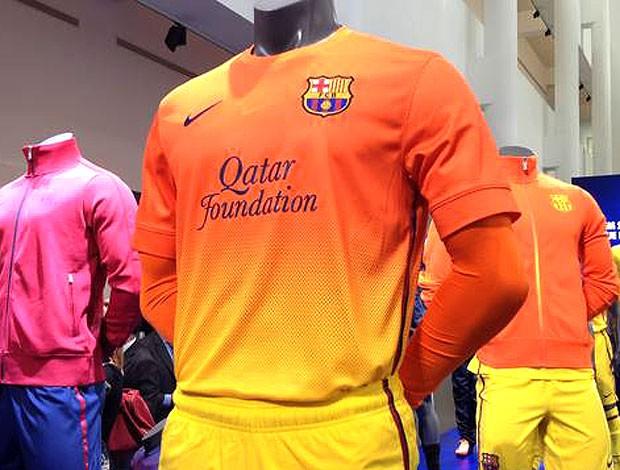 apresentação da nova camisa do Barcelona (Foto: Divulgação / Site Oficial do Barcelona)