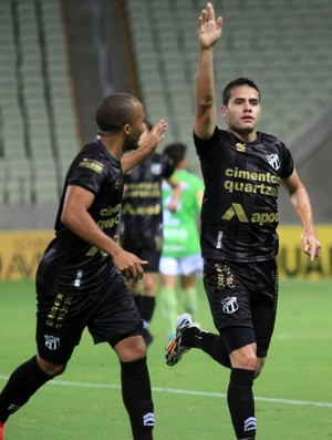 Eduardo gol Ceará x América-MG (Foto: LC Moreira / Ag. Estado)