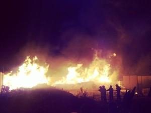 Incêndio no KM 6, zona Leste de Natal (Foto: Antônio Netto/G1)