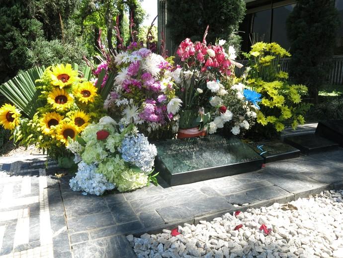Flores túmulo Pablo Escobar (Foto: Jorge Natan)