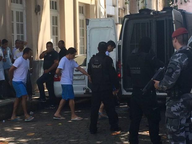 Presos são transferidos de Alcaçuz (Foto: Andréa Tavares)