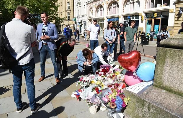 Homenagem em Londres após ataque a bomba ao fim de show de Ariana Grande (Foto: AKM-GSI)