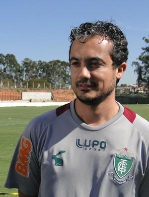 Diego Carvalho, fisioterapeuta do América-MG à serviço do Taiti (Foto: Valeska Silva / Globoesporte.com)