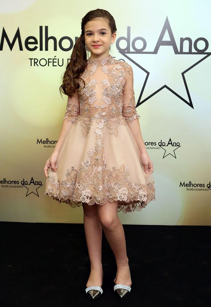 Mel Maia usa look delicado para premiação (Foto: Carol Caminha/Gshow)